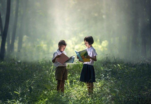 gambar anak membaca buku