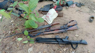 naxal-with-lmg-looted-army-guns