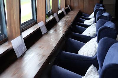 チルアウトスタイルコーヒー 抜群の座り心地の一人ソファ席