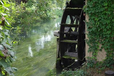 安曇野の大王わさび農場散策 水車と蓼川