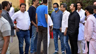 Sonu Nigam, Anoop Jalota arrived to pay their last visit to Guru Ustad Ghulam Mustafa Khan