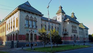Полтава. Площадь Конституции, 2. Полтавский краеведческий музей имени Василия Кричевского