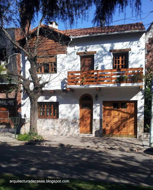 Casa chalé en un barrio residencial de Buenos Aires
