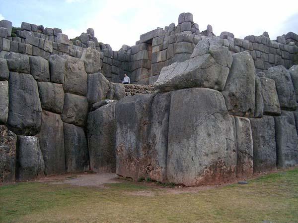 Khám phá kỳ quan bức tường cổ đại của Sacsayhuaman