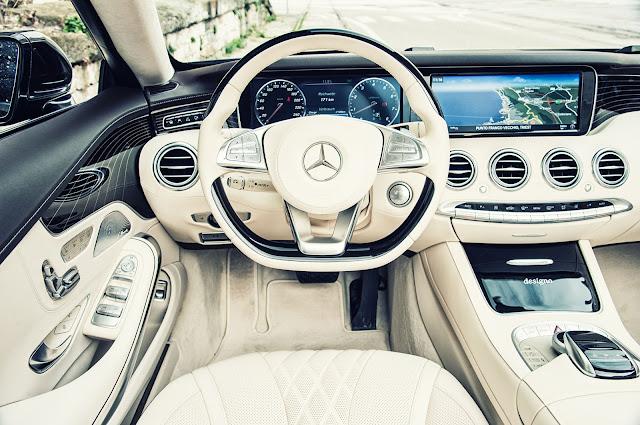 Tay lái Mercedes S500 Cabriolet thiết kế 3 chấu, bọc Da, Ốp gỗ Piano màu Đen