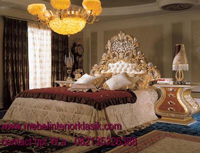 Tempat tidur Jati Klasik Ukiran Duco,Jual mebel jepara,mebel ukir jepara,mebel jati jepara,mebel ukiran jepara,mebel jati klasik,mebel jati duco putih,mebel classic italian,mebel  ukiran klasik italia,toko jati jual mebel klasik italia