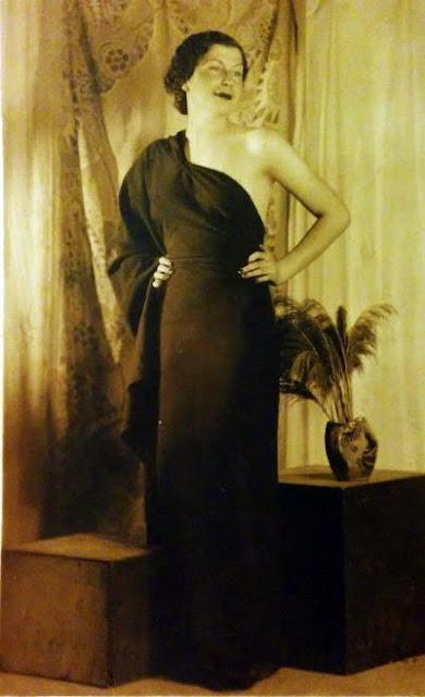 Doamna in rochie eleganta