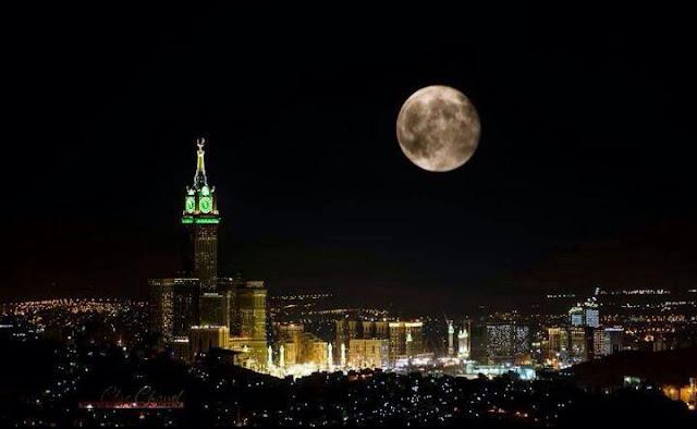 Masya Allah! Malam Ini Purnama Lurus Searah Ka'bah di Makkah
