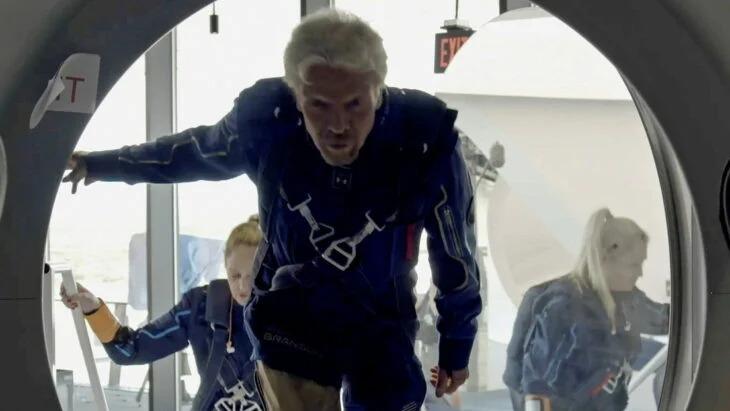 Richard Branson hace viaje al espacio y le gana a Jeff Bezos