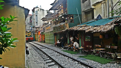Street Train Hanoi
