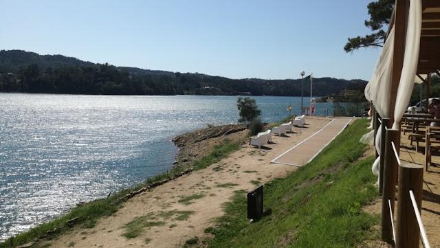 Acesso rampeado á piscina fluvial de Fontes