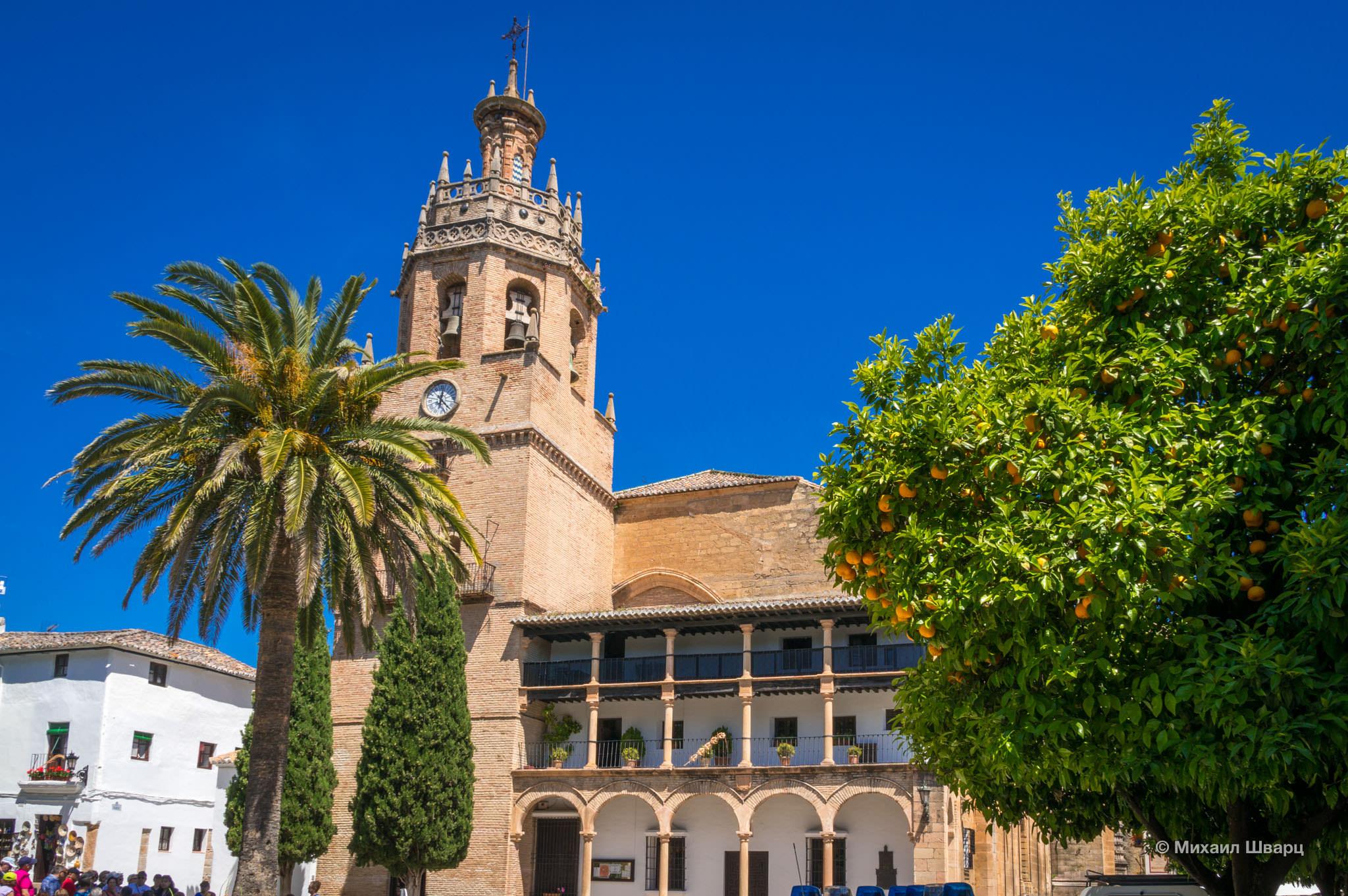 Main square (Plaza Mayor) Church of Santa Maria la Mayor