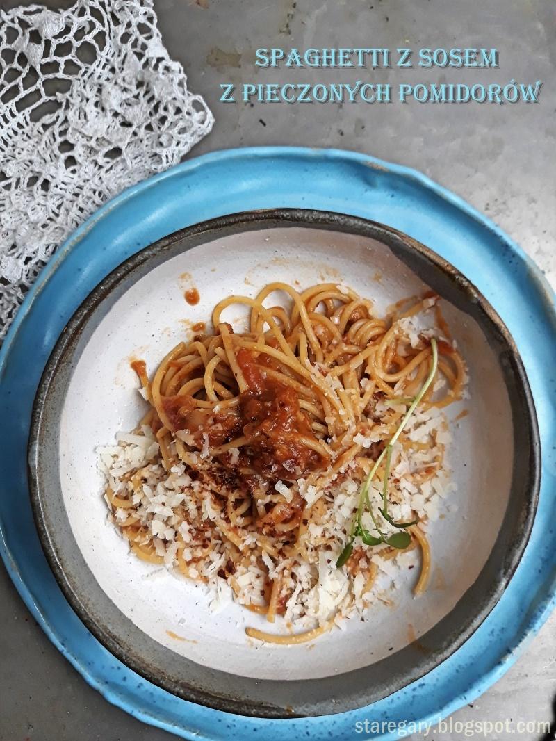 Spaghetti z sosem z pieczonych pomidorów