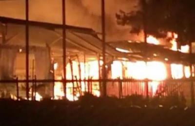 Στέλεχος της ΝΔ… χάρηκε για το κάψιμο προσφυγικής δομής στη Λέσβο!