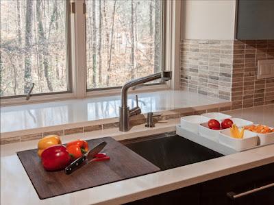 decorate a small kitchen
