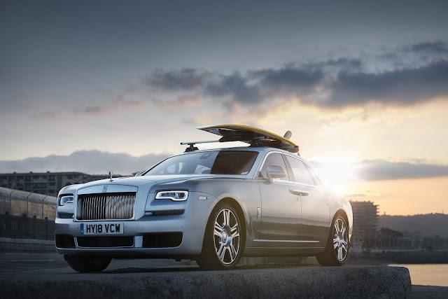 Rolls-Royce promove test-drives para ricos e influentes