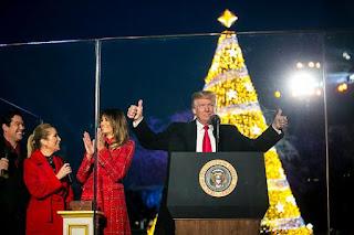 """Λύσσαξε το σύστημα με τον πρόεδρο Τραμπ επειδή ευχήθηκε... """"Καλά Χριστούγεννα""""!!!"""