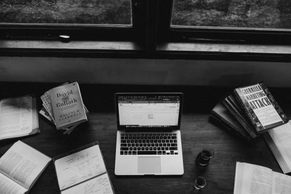 5 Keuntungan yang Didapat Ketika Memilih Membaca Lewat E-book