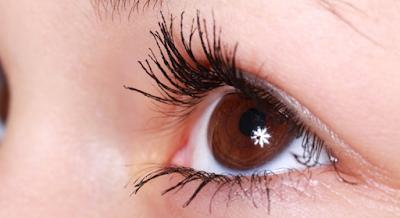 cara melentikkan bulu mata tebal secara alami