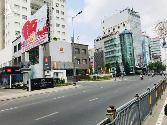 Sau vụ 'cô gái Hà Nội nhiễm Covid-17', sân bay Tân Sơn Nhất lại vắng hoe