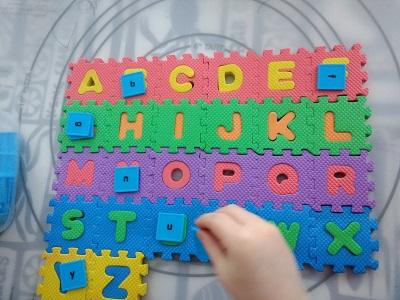Preschooler sorting lowercase letters