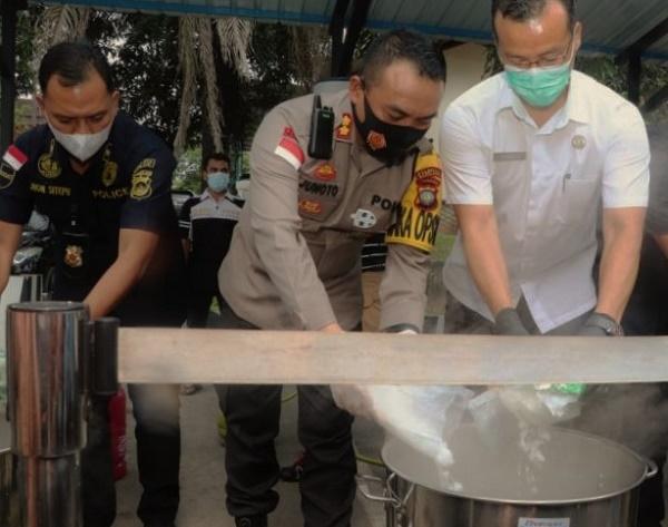 BB November 2020, Wakapolresta Barelang Rebus 17 Kg Teh China Isi Sabu