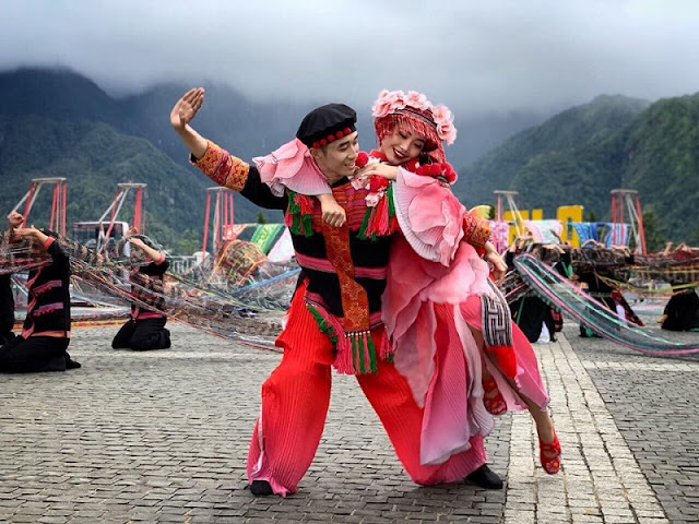 """DANCE IN THE CLOUDS"" - Art show in Fansipan peak, Sapa 2"