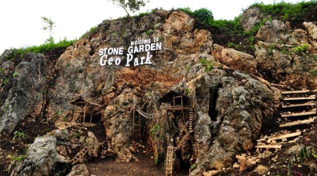Berwisata di Stone Garden, Pesona Taman Batu Purba
