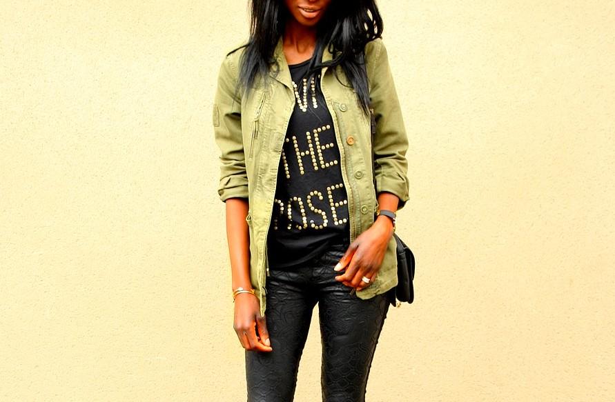kaki-style-parka-zara-t-shirt-asos-pantalon-cuir