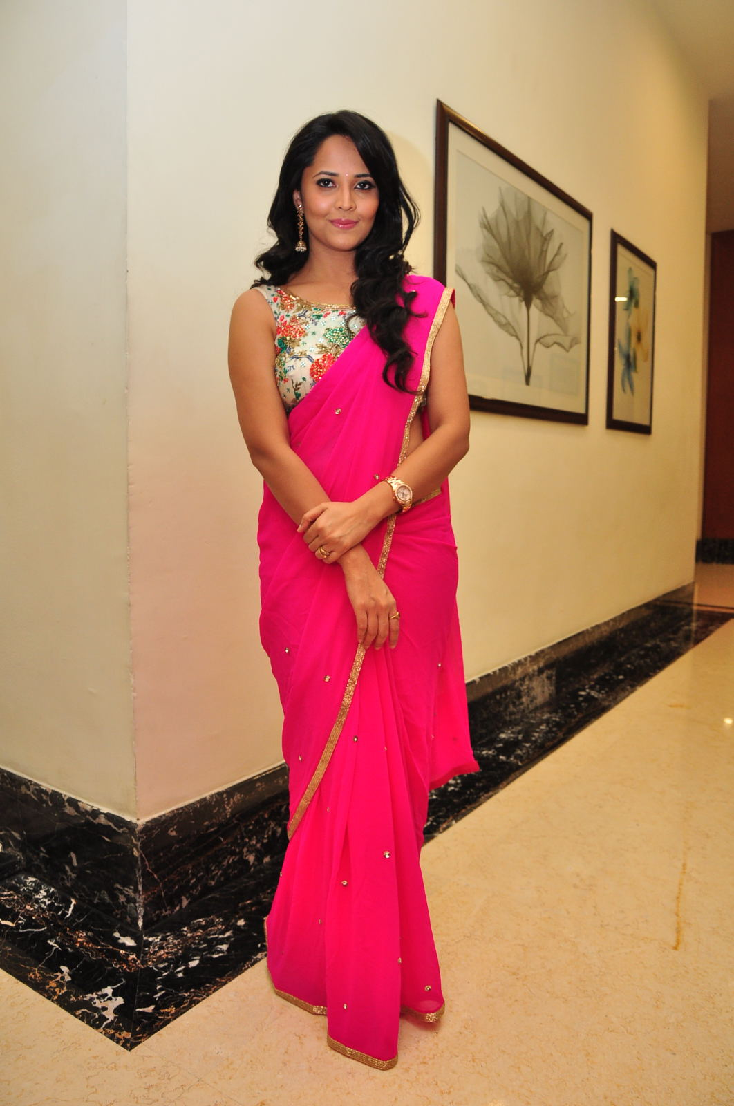 Glamorous Anasuya Navel Show Photos In Pink Saree