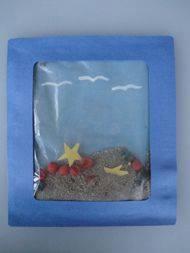 Ide membuat kerajinan berbentuk aquarium menggunakan kertas dan plastik untuk anak-anak