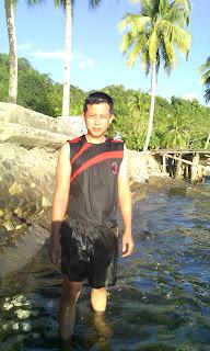 berenang di pantai mariadei