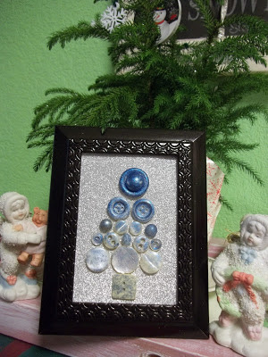http://dragonflytreasure.blogspot.com.es/2016/12/framed-button-christmas-tree.html