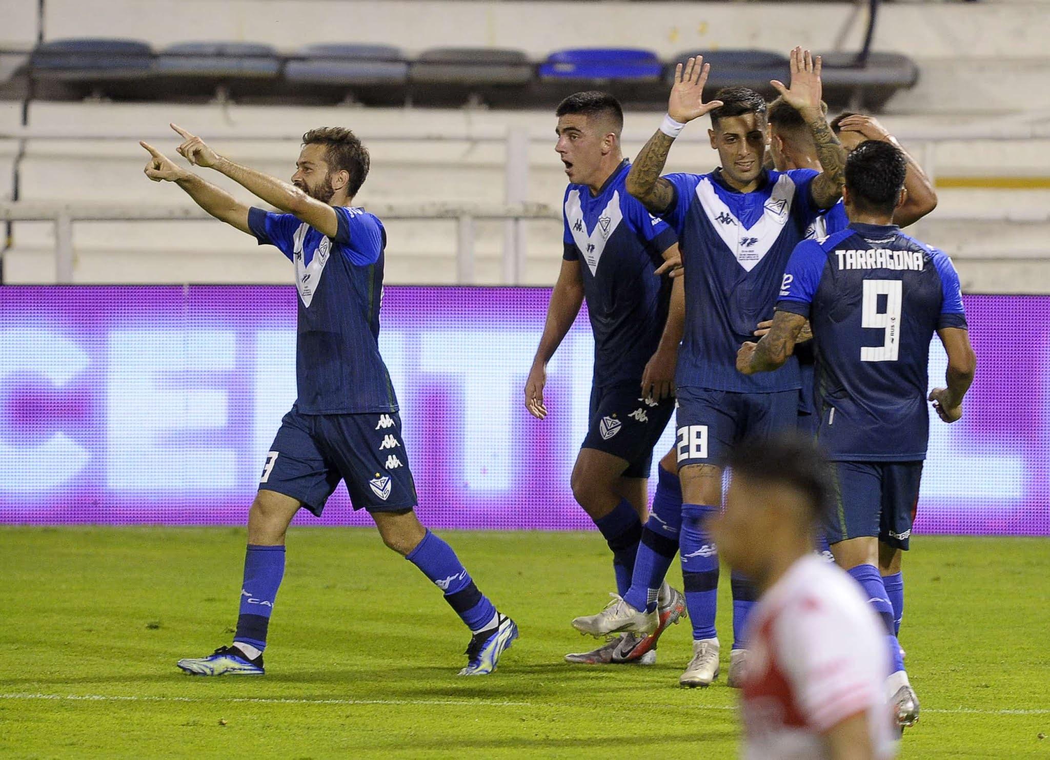 Vélez se afirma en la punta de la zona 2 tras la goleada frente a Unión