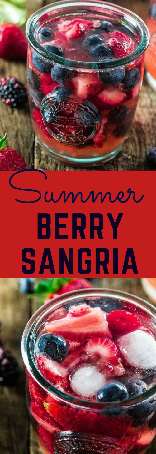 SUMMER BERRY SANGRIA #sangria #cocktail #drink #healthy #recipe
