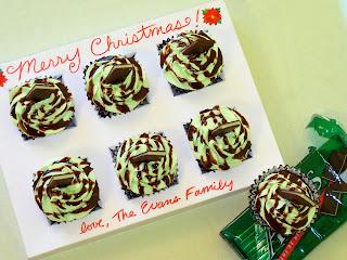 http://birdonacake.blogspot.com/2011/12/christmas-cupcake-carrier.html