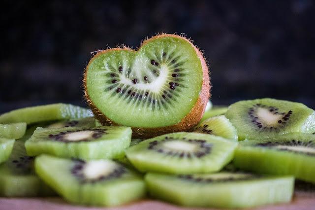 Kiwi: proprietà, benefici e controindicazioni