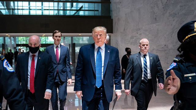 Trump Pecat Bos Pentagon, Persiapan Kudeta Militer terhadap Biden?