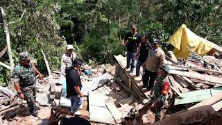 Kasman Korban Longsor Pekon Batu Kebayan Dapat Bantuan Dari Cabang Persaudaraan  Setia Hati Terate( PSHT)  Lampung Barat