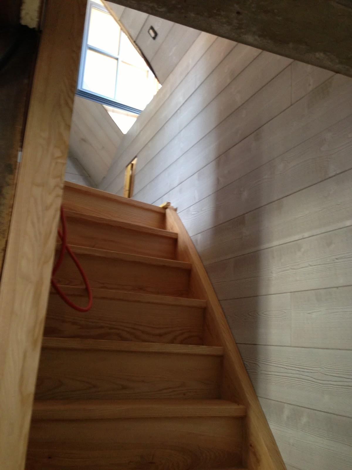 la ferme des blancs pignons la mont e d 39 escalier. Black Bedroom Furniture Sets. Home Design Ideas