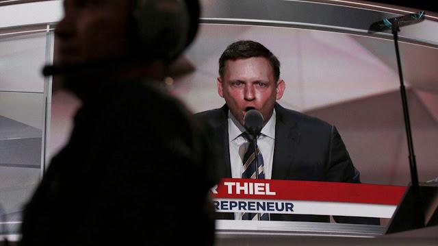 O investidor bilionário Peter Thiel, um dos poucos executivos da tecnologia que apoia Donald Trump, está empacotando suas malas e deixando Vale do Silício.