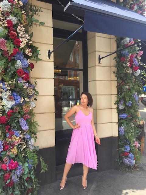 Adriana Style Blog, Fashion, Moda, Asos Pleated Dress, Pink Dress, iphone6 photos, sunny day, gold heels, London, London girl, Plisowana Sukienka Asos, Różowa Sukienka, Londyn, Złote Szpilki