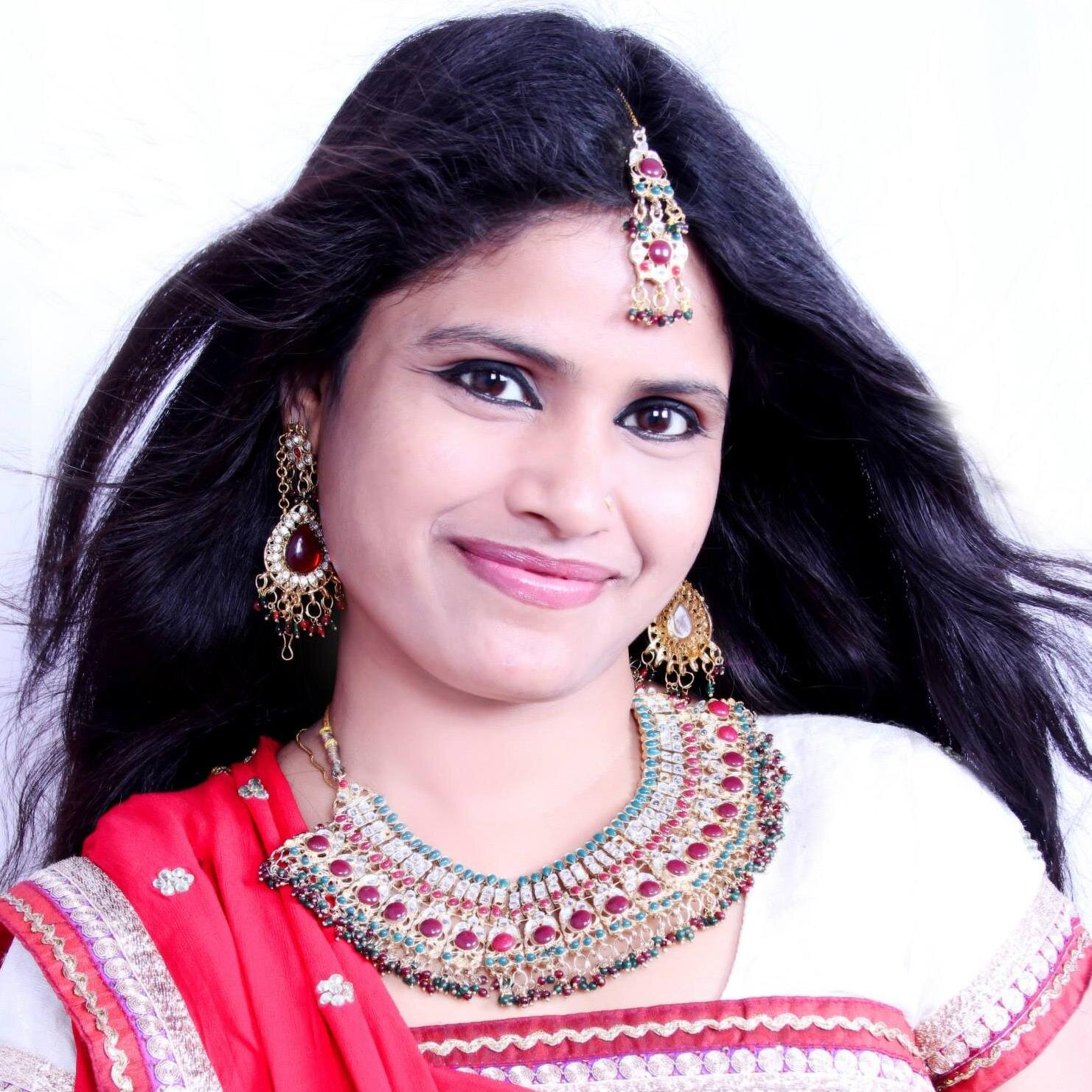 Bhojpuri Singer 'Khushboo Uttam' wiki Biography, Albums, Movies, Bhojpuri Khushboo Uttam play back singer in super hit films list, Khushboo Uttam Albums, awards and Profile Info on Top 10 Bhojpuri