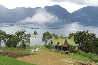 Keindahan Danau Maninjau di Sumatera Barat