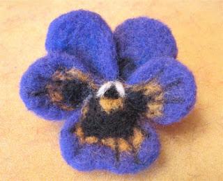 fiori con lana cardata