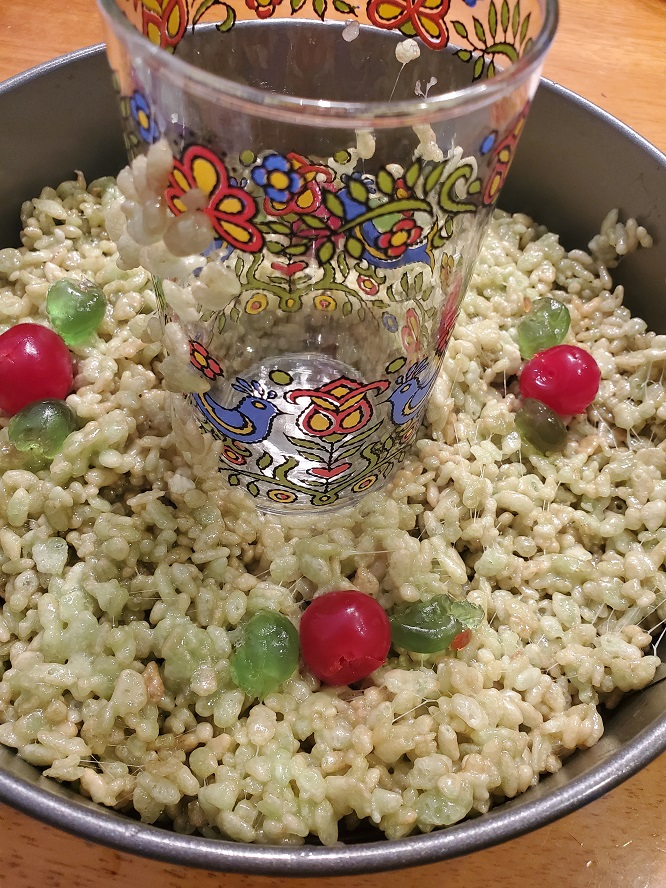 this is a springform pan filled with rice krispie treats and there is a glass in center to make a hole so it looks like a wreath