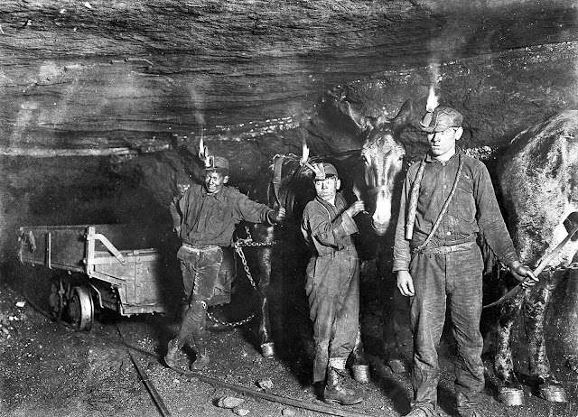 image of coal miners perhaps at the Cumberland Mine in West Virginia circa 1908