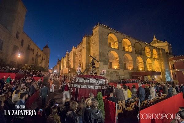 Traslado de Regreso tras la exposición magna 'Toma tu cruz y sígueme' de Córdoba