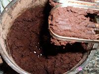 Mantequilla, azúcar glass y cacao mezclados