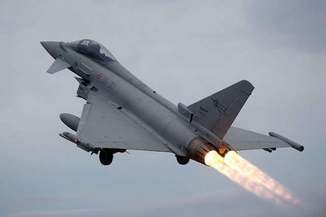 Eurofighter Aeronautica intercetta velivolo sospetto
